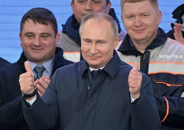 الرئيس الروسي فلاديمير بوتين يشارك في مراسم افتتاح خط السكك الحديدية عبر جسر القرم، شبه جزيرة القرم، روسيا 23 ديسمبر 2019