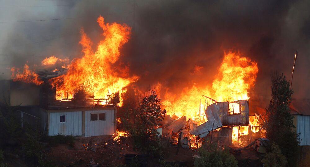 حريق يدمر نحو 50 منزلا بمدينة فالبارايسو في تشيلي
