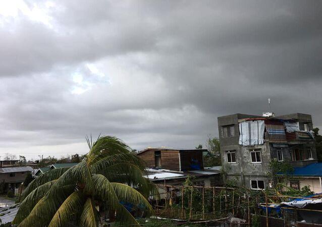 الإعصار فانفون