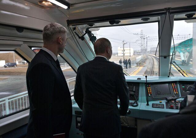 الرئيس الروسي فلاديمير بوتين يفتتح خط القطارات عبر جسر القرم، شبه جزيرة القرم، روسيا 23 ديسمبر 2019