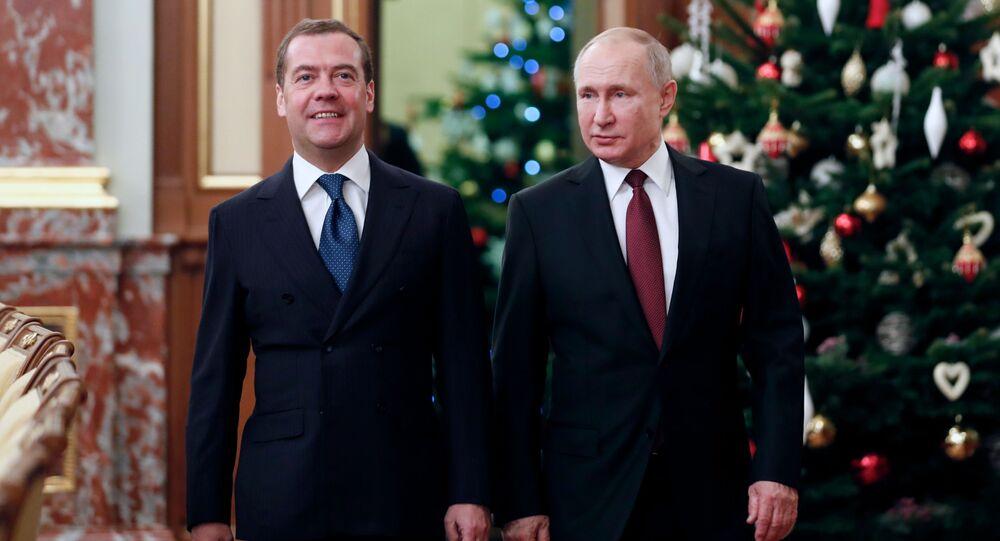 الرئيس الروسي فلاديمير بوتين ورئيس الوزراء الروسي ديمتري ميدفيديف في اجتماع بمناسبة نهاية العام مع أعضاء الحكومة الروسية، 25 ديسمبر 2019