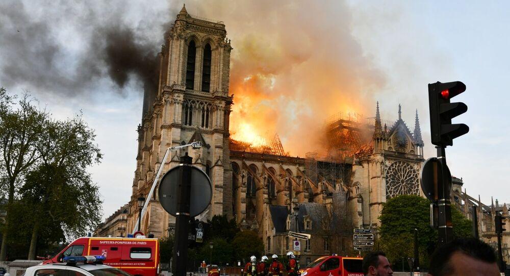 حريق هائل في كاتدرائية نوتردام في باريس، فرنسا 15 أبريل 2019