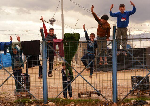 أطفال في مخيم للاجئين السوريين وغيرهم بالقرب من بلدة السليمانية، كردستان العراق، 2 مارس 2019