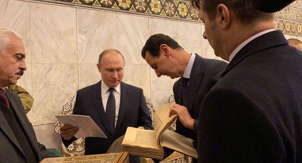 برفقة الأسد بوتين يجول في مدينة دمشق ويزور الجامع الأموي