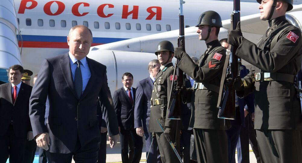 وصول الرئيس الروسي فلاديمير بوتين إلى مطار اسطنبول