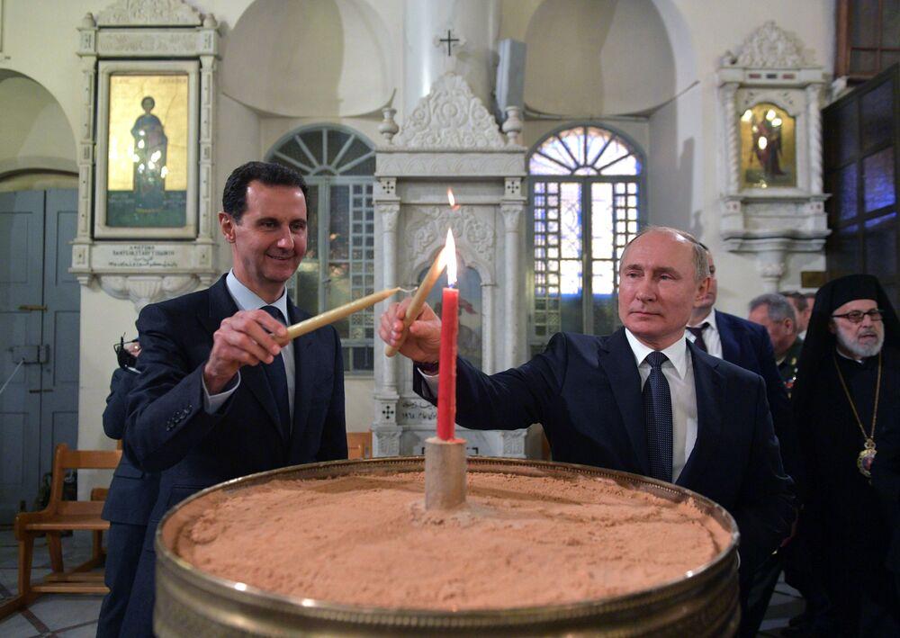 الرئيس فلاديمير بوتين والرئيس بشار الأسد يضيئان الشموع في الكنيسة المريمية في دمشق، 7 يناير 2020