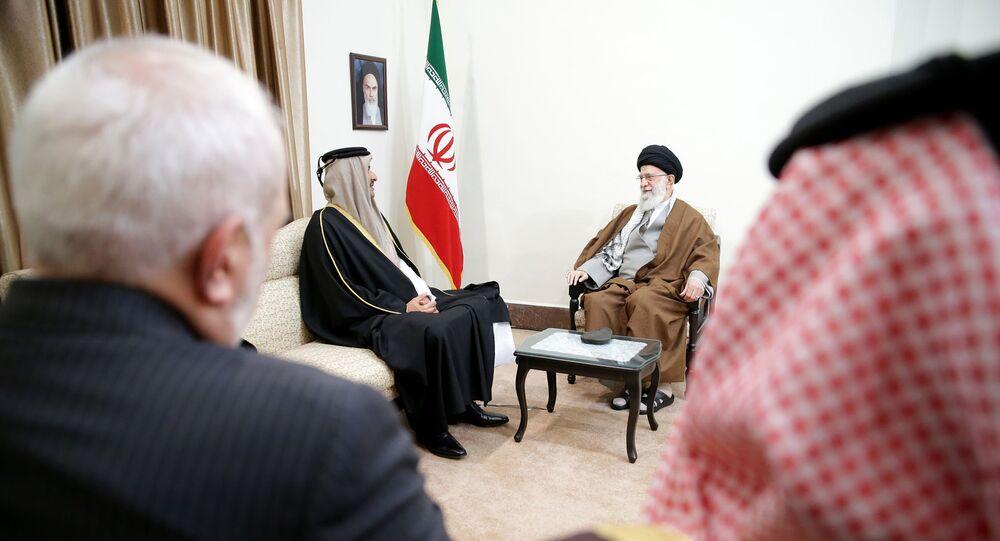 المرشد الأعلى الإيراني، علي خامنئي، يستقبل أمير قطر الشيخ تميم بن حمد آل ثاني في طهران
