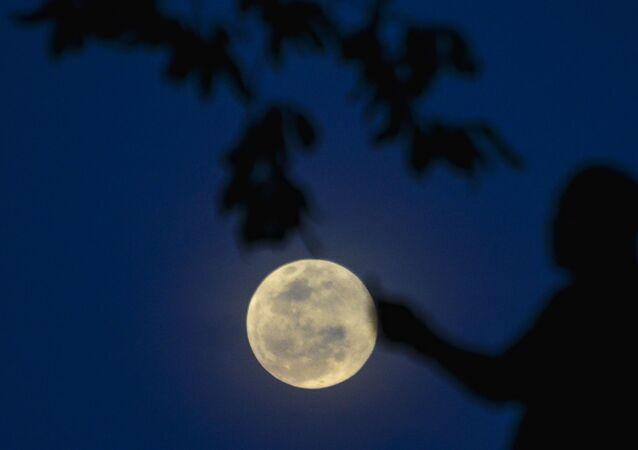 أول ظاهرة فلكية في عام 2020 - خسوف القمر قس إندونيسيا، 10 يناير 2020
