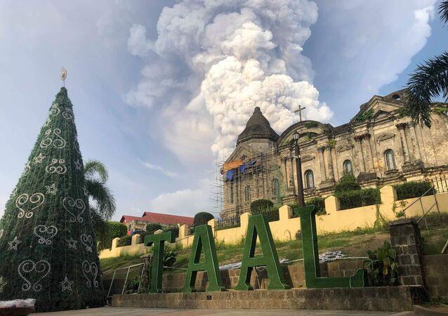 ثوران بركان تال في مانيلا، الفلبين 12 يناير 2020
