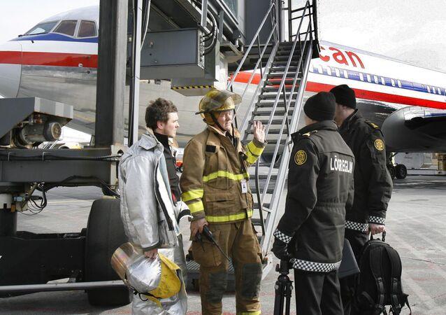 وحدات الطوارئ في مطار كيفلافيك بأيسلندا