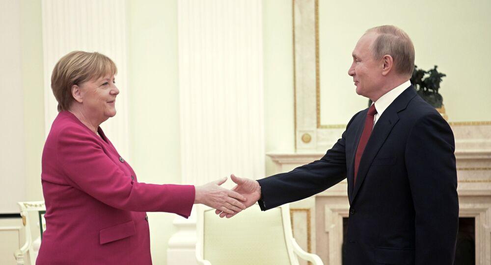 الرئيس الروسي فلاديمير بوتين والمستشارة الألمانية أنجيلا ميركل خلال اللقاء في موسكو، 11 يناير 2020