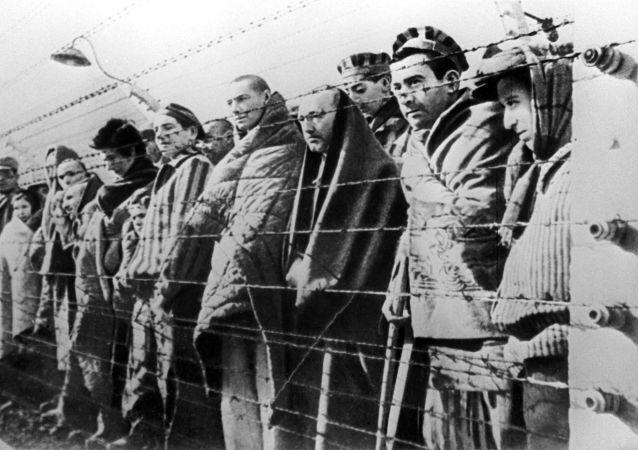 يهود في معسكر أوشفينتز ببولندا