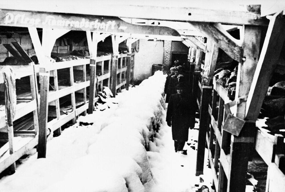 لجنة خبراء الطوارئ تتفقد ثكنات معسكر أوشفيتز النازي في بولندا