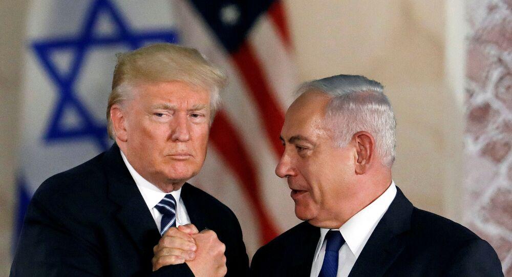 رئيس وزراء حكومة تسيير الأعمال الإسرائيلية بنيامين نتنياهو مع الرئيس الأمريكي دونالد ترامب