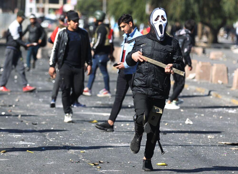 المشاركون في احتجاجات في ميدان الحلاني في بغداد، العراق 27 يناير 2020