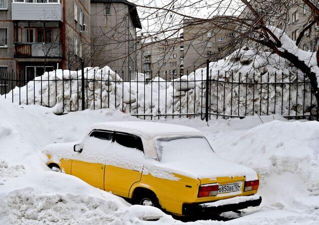 سقوط ثلوج كثيفة في نوفوسيبيرسك الروسية، 27 يناير 2020