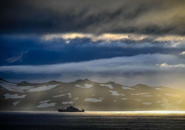 سفينة الاستطلاع والبحث العلمي الأدميرال فلاديميرسكي في الطريق من مونتيفيديو إلى القارة القطبية الجنوبية، 27 يناير 2020