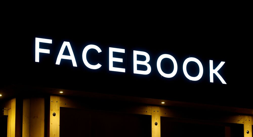 شعار شركة فيسبوك في منتدى دافوس الاقتصادي في سويسرا
