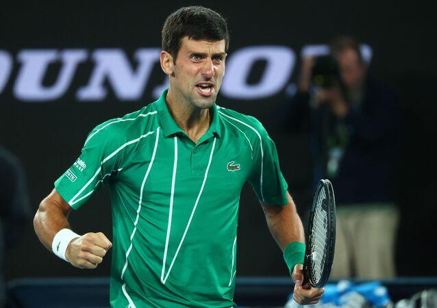 الصربي نوفاك ديوكوفيتش يتوج بلقب بطولة أستراليا المفتوحة للتنس