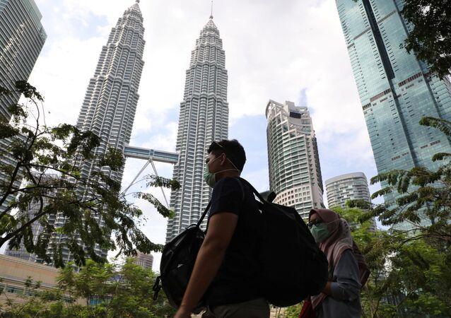 سياح يرتدون أقنعة واقية بعد تأكيد حالات الإصابة بفيروس كورونا في ماليزيا، 31 يناير 2020