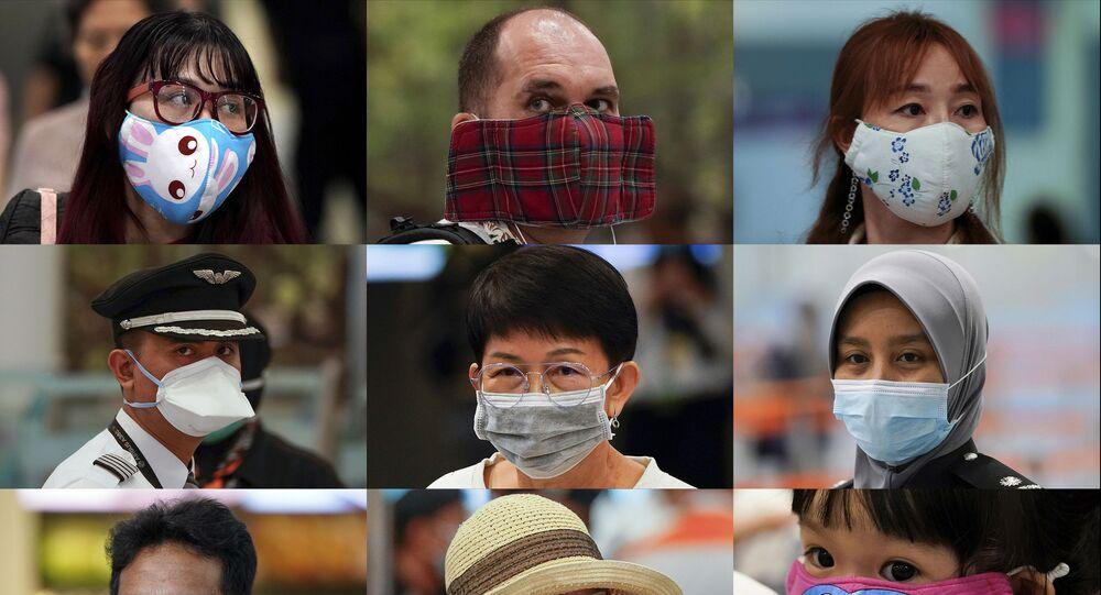 أشخاص يرتدون أقنعة واقية اعتيادية وغير اعتيادية في مطار مدينة سيبانغ، ماليزيا 29 يناير 2020
