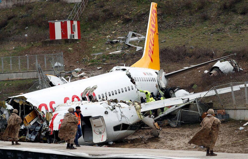 الهبوط الحاد لطائرة بوينغ 373-86J التابعة لشركة بيغاسوس في مطار صبيحة في إسطنبول، تركيا 5 فبراير 2020 (الصورة في 6 فبراير)