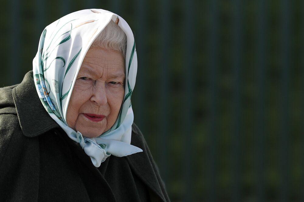 الملكة البريطانية إليزابيث الثانية أثناء زيارتها إلى نورفلوك، شرق إنجلترا 5 فبراير 2020