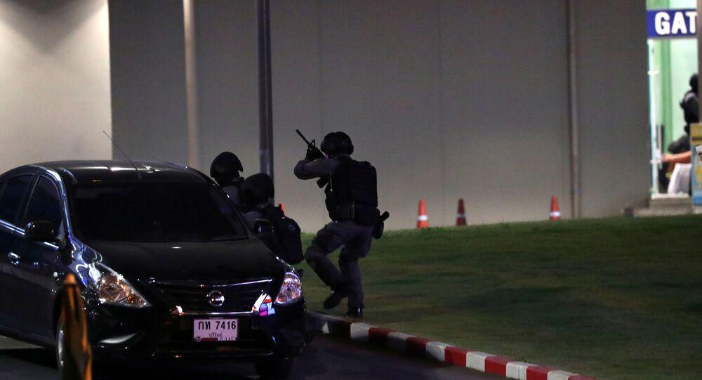 قوات الأمن التايلندية في مركز تجاري تطارد مطلق النار بداخل المركز التجاري في تايلاند، 8 فبراير/ شباط 2020