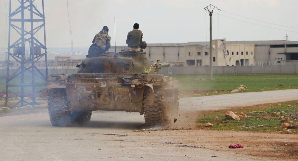 سبوتنيك ترصد استعدادات الجيش السوري لاستكمال سيطرته على الطريق الدولي (M5)