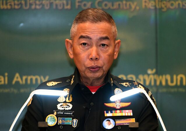 قائد الجيش التايلاندي، اللواء أبيرات كونغسومبونغ