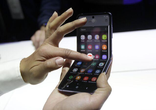 هاتف غالاكسي الجديد قابل للطي Galaxy Z Flip في سان فرانسيسكو، الولايات المتحدة 11 فبراير 2020