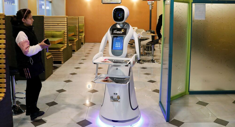 روبوت أنثى تيميا (Timea) في مطعم لوجبات الأكل السريع كابول، أفغانستان 12 فبراير 2020