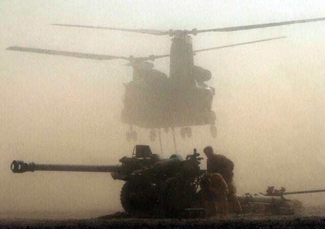 تدريبات بين الجيشين العماني والبريطاني في سلطنة عمان 2001