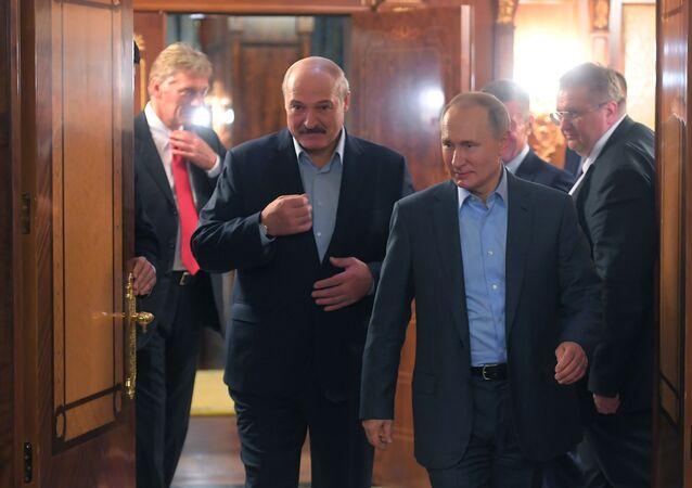رئيس بيلاروسيا ألكسندر لوكاشينكو والرئيس الروسي فلاديمير بوتين خلال اجتماع في سوتشي الروسية 7 فبراير 2020