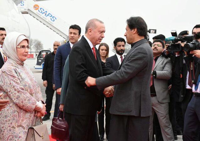 رئيس الوزراء الباكستاني عمران خان يستقبل الرئيس التركي رجب طيب أردوغان في باكستان