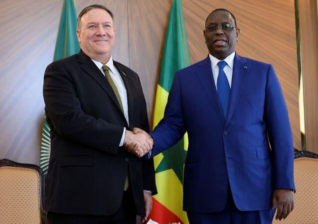 الرئيس السنغالي ماكي سال ووزير خارجية أمريكا مايك بومبيو