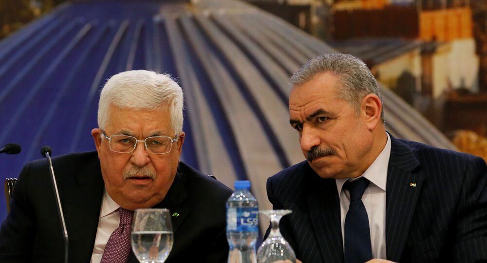 رئيس وزراء فلسطين محمد اشتيه والرئيس الفلسطيني محمود عباس أبو مازن