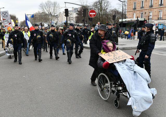 احتجاجات السترات الصفراء في باريس، فرنسا فبراير 2020