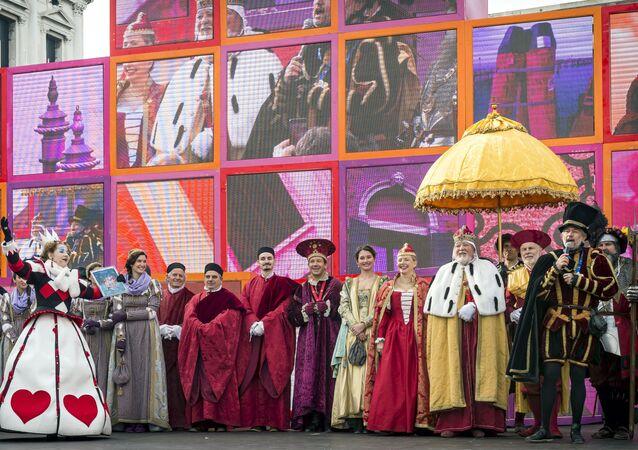 مشاركو مهرجان كرنافال فينيسيا 2020 على ساحة سان ماركو في مدينة البندقية، إيطاليا 16 فبراير 2020