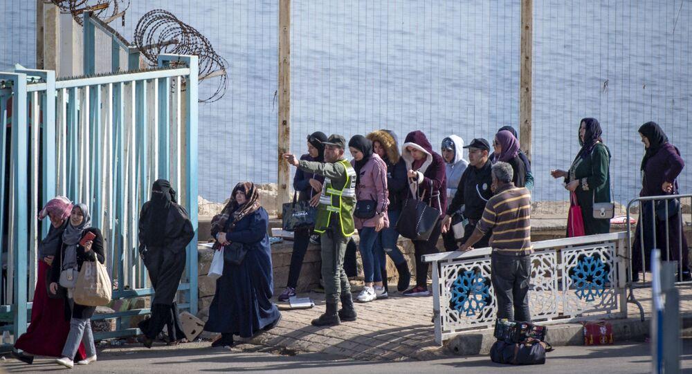 معبر مدينة سبتة مع المغرب
