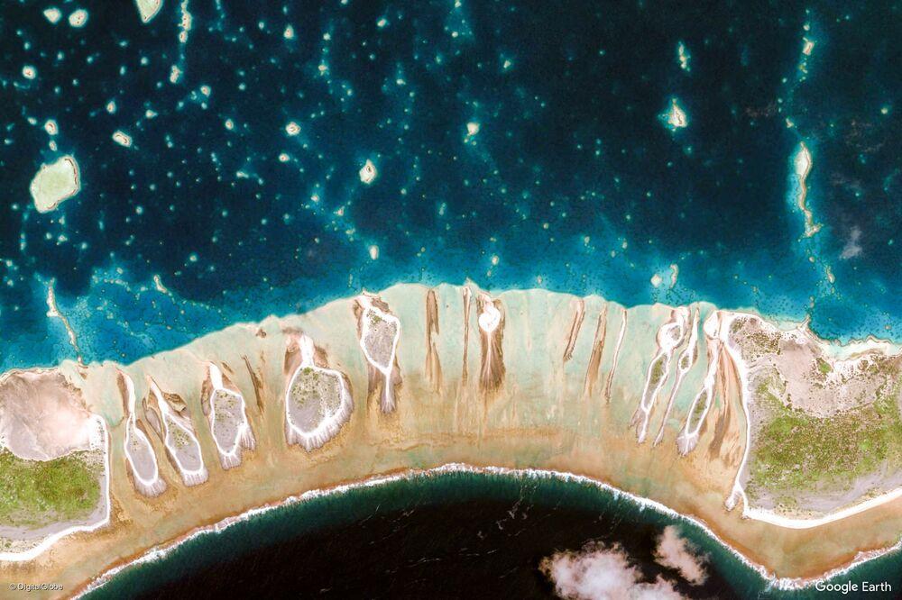 صورة من الفضاء لمنطقة جزر تواموتوس و غامبير، بولينزيا الفرنسية