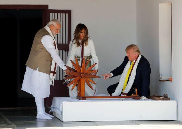 الرئيس الأمريكي دونالد ترامب وزوجته خلال زيارة رسمية في الهند