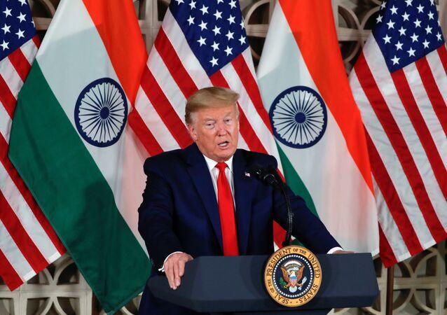 ترامب في زيارته للهند