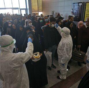 الكشف عن فيروس كورونا من الركاب في المطار