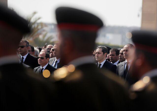 الرئيس المصري عبد الفتاح السيسي يشارك في جنازة محمد حسني مبارك