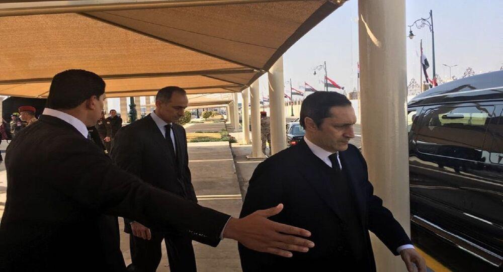 علاء وجمال مبارك في جنازة والدهم محمد سحنى مبارك، 26 فبراير 2020