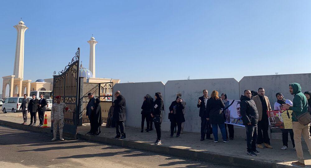 مشهد من جنازة مبارك