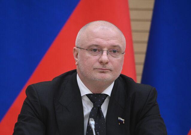 السيناتور الروسي، ورئيس لجنة مجلس الفيدرالية للتشريع الدستوري، أندريه كليشاس