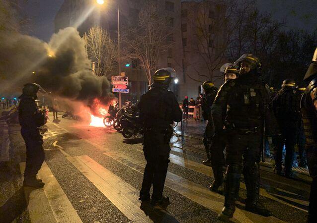 حريق قرب محطة قطارات رئيسية في العاصمة الفرنسية باريس