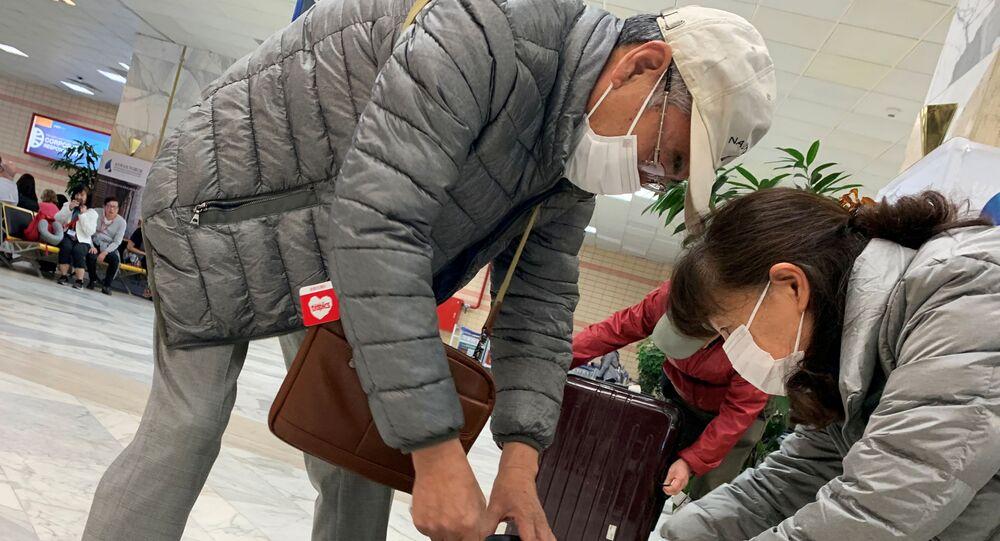 سياح في مطار أسوان المصري